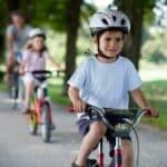 Die Verkehrserziehung mit dem Fahrrad soll Kinder auf den Straßenverkehr vorbereiten.