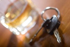 Absolute Fahruntüchtigkeit: Bei Autofahrern beginnt diese ca. bei 1,1 Promille und kann nach § 316 StGB bestraft werden.