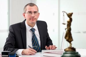 Ein Anwalt weiß, worauf es beim Schmerzensgeld nach einem Auffahrunfall ankommt.