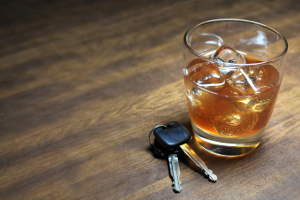 Auf Dauer kann Mischkonsum den Führerschein kosten.