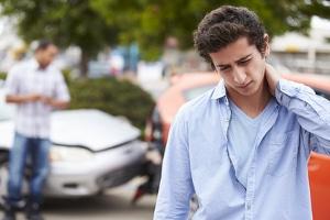 Nackenschmerzen nach einem Unfall: Kann ich Ansprüche geltend machen?