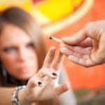Das bewusste Passivrauchen wird rechtlich so behandelt wie der aktive Drogenkonsum.
