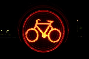 Eine Fahrradampel ist oft Teil einer Radverkehrsanlage.