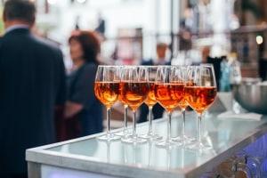 Alkohol in der Probezeit? Hinterm Steuer ist das absolut untersagt.