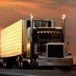 Bei gewerblichen Fahrten mit einem LKW über 3,5 t ist eine Fahrerkarte Pflicht.