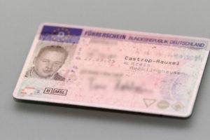 Probezeit zum Führerschein: Eine Nachschulung kommt z. B. bei einem A-Verstoß in Betracht.