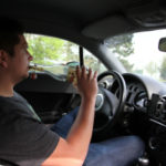 Inhaber von einem Führerschein müssen die Promillegrenze beachten.