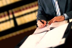 Qualifizierter Rotlichtverstoß: Ein Rechtsanwalt kann Ihnen weiterhelfen.