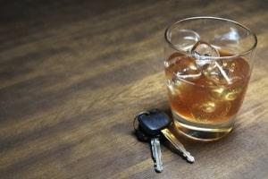 Unter Umständen eine mögliche Sanktion. Eine Geldstrafe für Alkohol am Steuer.