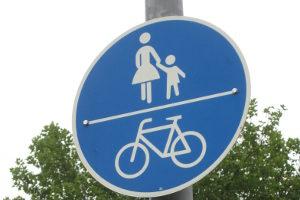 Radfahrer müssen den Radweg nur benutzen, wenn ein Schild dies vorgibt.
