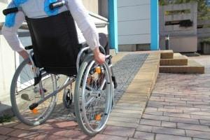 Um Behinderten den Fahrzeugumbau zu ermöglichen, muss oft ein Gutachten vorliegen.