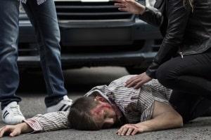Für eine Unfallflucht mit Personenschaden kann unter anderem ein Fahrverbot drohen.