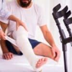 Ein Anspruch auf Schmerzensgeld bei einer Knieprellung kann durchaus bestehen.