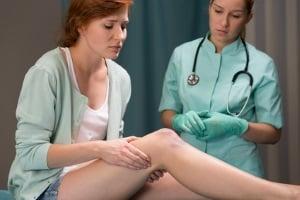 Wann Schmerzensgeld für eine Prellung am Knie möglich ist, definiert § 253 BGB.