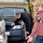 Um eine Unfallflucht zu vermeiden, sollte die Polizei informiert werden, auch wenn kein Schaden zu sehen ist.