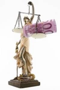 Nach einer Gerichtsverhandlung für einen Brustbeinbruch Schmerzensgeld erhalten?