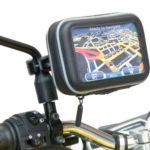 Navigationsgerät mit Spiegelhalterung