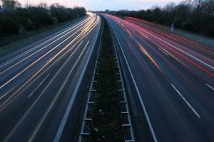 Auf der Autobahn gilt in Belgien eine Höchstgeschwindigkeit von 120 km/h.