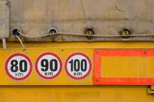 Die zulässige Höchstgeschwindigkeit richtet sich mitunter auch nach Gewicht