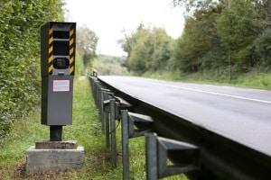 Außerorts geblitzt: Leere Landstraßen laden förmlich zum Schnellfahren ein. Doch auch hier wird die Geschwindigkeit kontrolliert.