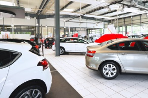 Schon beim Autokauf sollten Sie sich überlegen, für welches Modell Sie sich entscheiden, da der Kfz-Wert unterschiedlich schnell fällt.