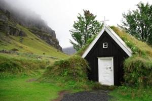 Der Bußgeldkatalog von Island sieht auch hohe Sanktionen vor, wenn Sie die Straßen mit dem Auto verlassen und quer ins Land fahren.