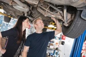 Die Fahrzeugbewertung durch den Autohändler spart Zeit und Geld. Dafür wird der geschätzte Wert oft etwas niedriger ausfallen.