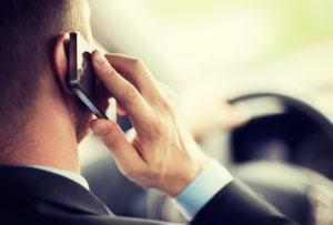 In Norwegen erlauben die Verkehrsregeln eine Handynutzung nur mit einer Freisprechanlage.