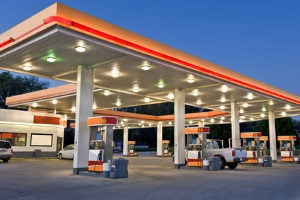 Vermeiden Sie Extratouren zur Tankstelle durch die richtige Fahrweise um Sprit zu sparen.