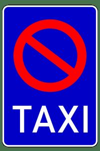 Am Taxistand gilt ein eingeschränktes Halteverbot. Auch dieses beinhaltet ein Parkverbot.