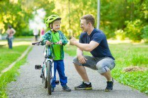 Verkehrserziehung sollte bereits vor der Schule durch die Eltern beginnen.