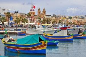 Mit dem Auto auf die Insel: Verkehrsregeln sind auf Malta ebenfalls zu beachten.