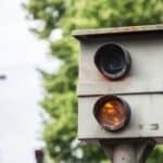 Geblitzt - und nun? In der Regel kommt es zu einer Anhörung wegen einer Geschwindigkeitsüberschreitung, bevor der Bußgeldbescheid nach Hause kommt.