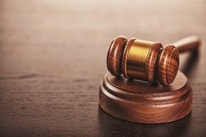 Sie müssen bei einer Anhörung eine begangene Ordnungswidrigkeit nicht zugeben. Eine Falschaussage hingegen gestattet das Gesetz nicht.