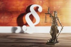 In der Regel müssen Sie den Anhörungsbogen nicht ausfüllen. Laut Gesetz dient er Ihrem Recht, Stellung zu nehmen, stellt also keine Pflicht dar.