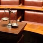 Meist raten Anwälte davon ab, den Anhörungsbogen nicht zu beantworten.