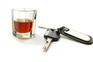 Auch LKW-Fahrer müssen sich an die zulässige Grenze von 0,5 Promille halten. Wer mehr trinkt, darf den Dienst nicht antreten.