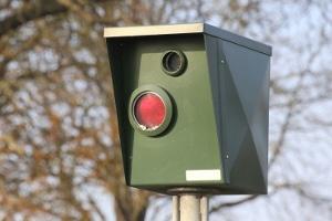 Ein Ärgernis für Autofahrer: Die Radarfalle. Doch wie funktioniert sie und was für Arten gibt es? Hier erfahren Sie mehr.