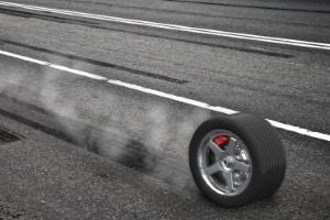 Beim Schleudertraining treiben Sie Ihr Auto mit Vollbremsungen und Ausweichmanövern an seine Grenzen.