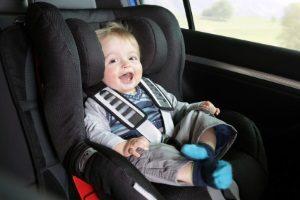 Spanien: Im Auto dürfen Kinder nur mit einem Kindersitz befördert werden.