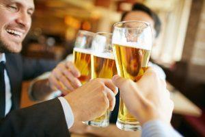 In Spanien schreiben die Verkehrsregeln eine Alkoholgrenze von 0,5 mmg pro Liter Blut vor.
