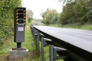Stationäre Geschwindigkeitsmessung: Hier werden fest verbaute Messgeräte eingesetzt.