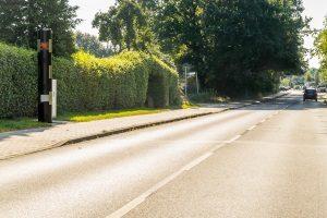 Stationäre und mobile Blitzer: Je nach Verkehrslage eignen sich mobile Blitzer besser als stationäre.