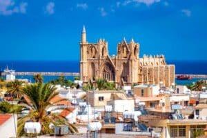 Im Urlaub gelten ebenfalls Verkehrsregeln: Auch in Zypern und Nordzypern.
