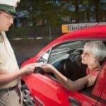 Fahrverbot: Den Führerschein abgeben bei der Polizei? In einigen Fällen geht das.