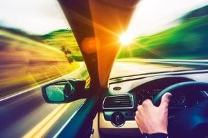 Trotz Gesichtsfeldausfall das Autofahren fortsetzen?  Ungeprüft und unbehandelt kann die Gefährdung hoch sein.