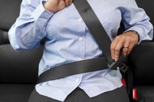 Verursachen Sie einen Unfall ohne Gurt, kann das Ihre Ansprüche auf Schadensersatz reduzieren.