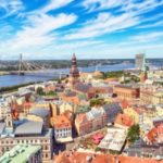 Das Baltikum mit Auto erkunden heißt auch, sich an die Verkehrsregeln in Lettland zu halten.