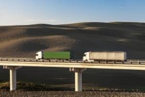 Abstandsmessung: Hält der Lkw den vorgeschriebenen Abstand nicht ein, können Sanktionen verhängt werden.