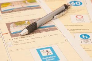 Ein Fahrradprüfungsbogen gehört zum theoretischen Teil der Ausbildung.